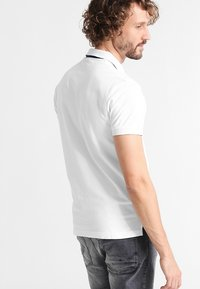 GANT - CONTRAST COLLAR RUGGER - Polo shirt - white - 2