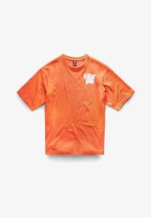 BOXY BASE R T UNISEX - T-shirt imprimé - acid orange