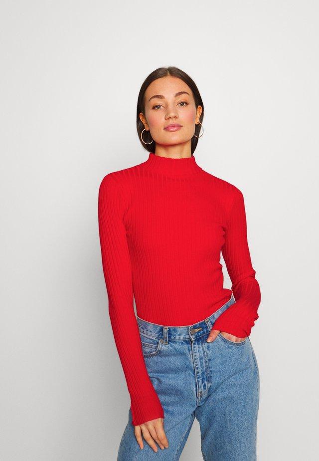 JANNICE JUMPER - Stickad tröja - rot