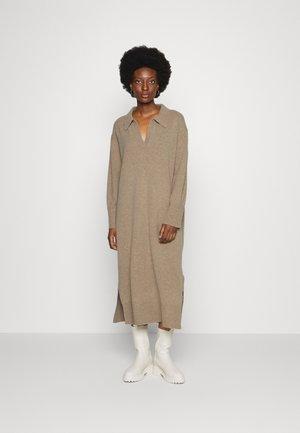 FUNNEL NECK DRESS - Gebreide jurk - oatmeal