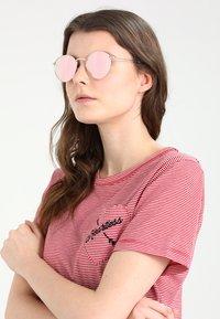 CHPO - LIAM - Occhiali da sole - rosegold-coloured/pink - 3