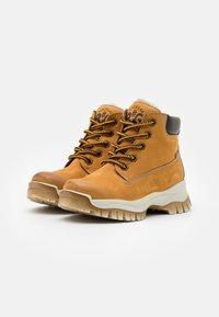 Primigi - UNISEX - Lace-up ankle boots - senape/testa di moro - 1