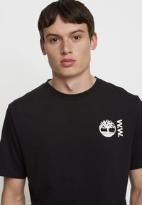 Timberland - WOODWOOD - T-shirt med print - black - 3