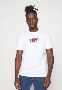 Tommy Jeans - TIMELESS BOX TEE UNISEX - T-shirt con stampa - white - 0