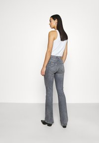 ONLY - ONLPAOLA LIFE FLARE - Flared Jeans - medium grey denim - 2