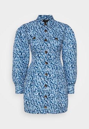 GOOD LOVE DRESS - Skjortekjole - indigo leopard