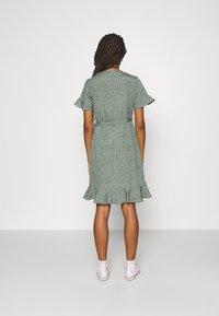 Vero Moda - VMHENNA WRAP FRILL DRESS - Korte jurk - laurel wreath - 2