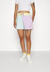Karl Kani - SIGNATURE BLOCK - Shorts - mint - 0
