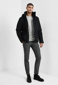 Selected Homme - SLHVICTOR CREW NECK - Stickad tröja - light grey melange - 1