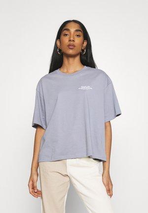 TROOPER FEMALE VALERIA - Print T-shirt - shark no