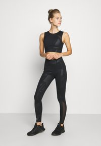 ONLY Play - ONPMADO CROPPED TRAINING - Top - black - 1