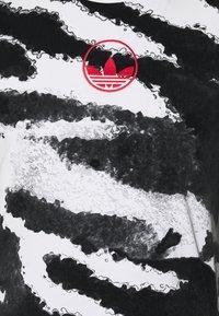 adidas Originals - ZEBRA - T-shirts med print - white - 2