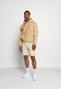Nike Sportswear - MIX - Shorts - grain/coconut milk/ice silver/white - 1