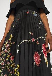 Victoria Victoria Beckham - PLEATED COLD SHOULDER RECYCLED DRESS - Denní šaty - jumbo black - 6
