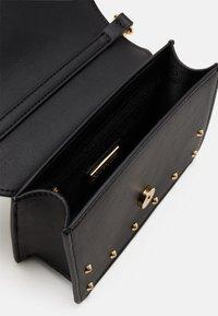 Versace Jeans Couture - REVOLUTION STUDS CROSSBODY - Across body bag - nero - 5