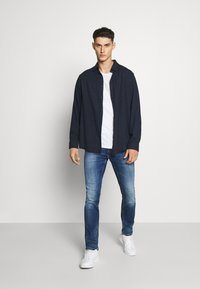 Tommy Jeans - SCANTON - Slim fit jeans - queens mid blue - 1