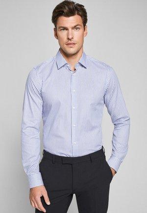 PIERRE - Formal shirt - weiß/navy