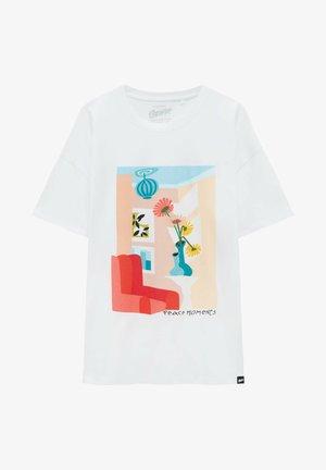Weißes T-Shirt mit Vasenmotiv - Triko spotiskem - white