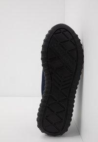 Calvin Klein Jeans - Sneakersy niskie - indigo/silver - 4