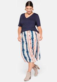 Sheego - A-line skirt - weiß bedruckt - 1