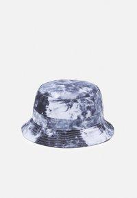 Santa Cruz - FLAMING JAPANESE DOT BUCKET HAT UNISEX - Hat - black/white - 1