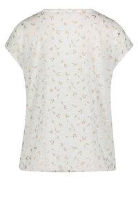 Betty & Co - Print T-shirt - weiß - 4