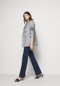Patrizia Pepe - PANTALONI TROUSERS - Flared Jeans - washed blue - 3
