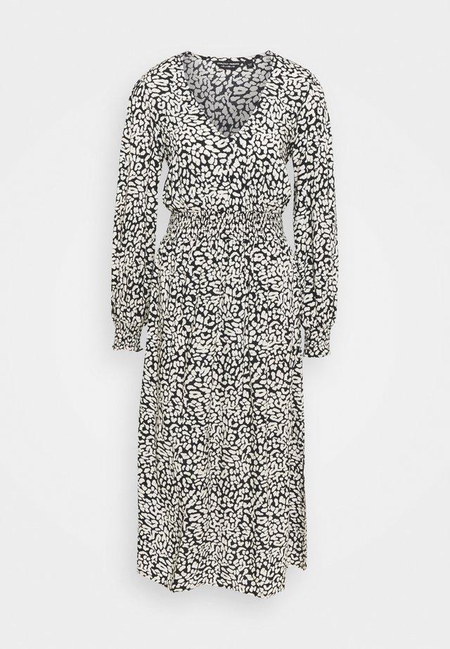 MONO ANIMAL SHIRRED WAIST MIDI - Denní šaty - black