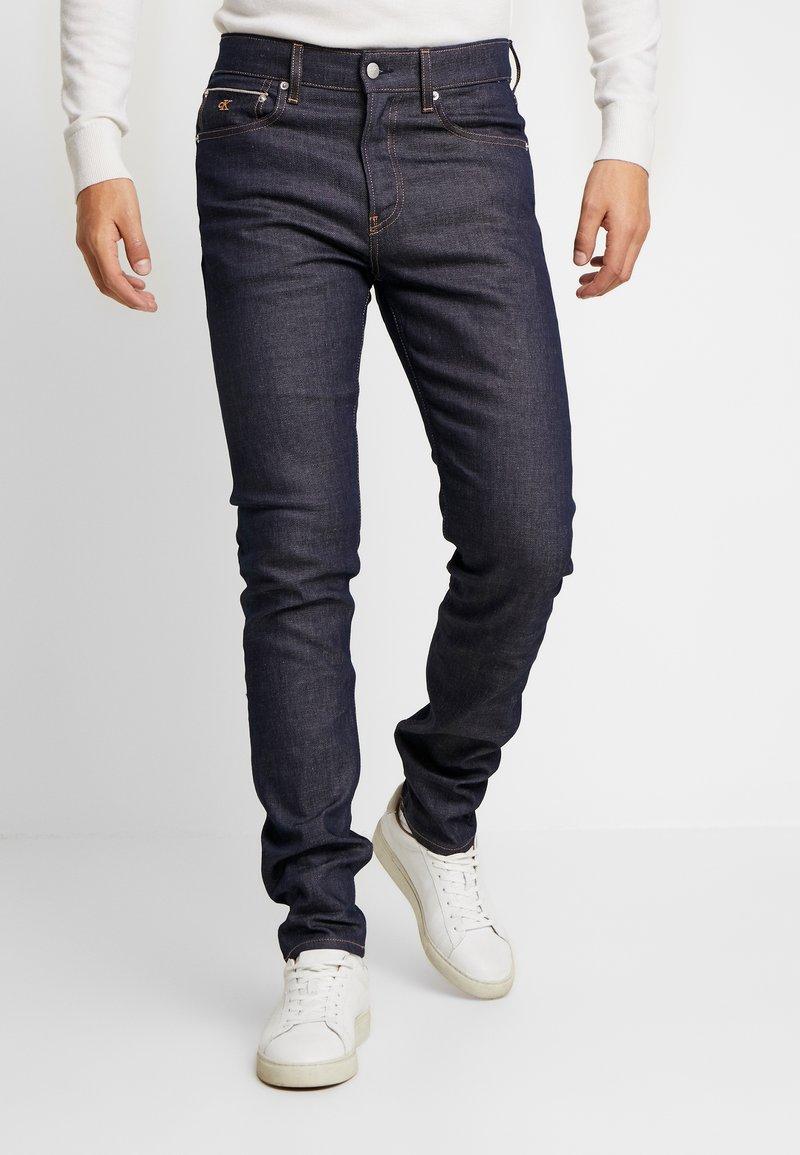 Calvin Klein Jeans - SLIM TAPER - Jeans Tapered Fit - blue slvg