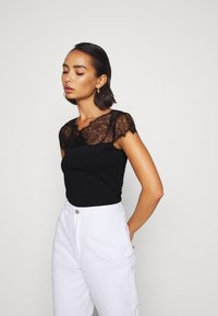 Anna Field Petite - Print T-shirt - black - 0