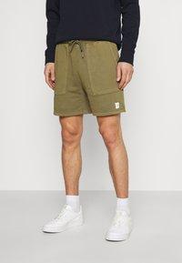 Marc O'Polo DENIM - FRONT POCKETS BACK POCKET - Shorts - fresh olive - 0