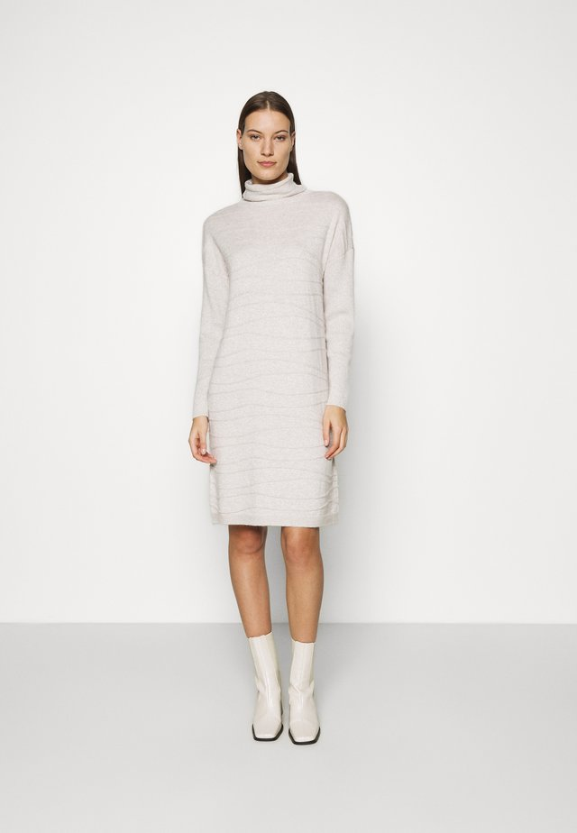 DRESS LINES - Strikket kjole - beige