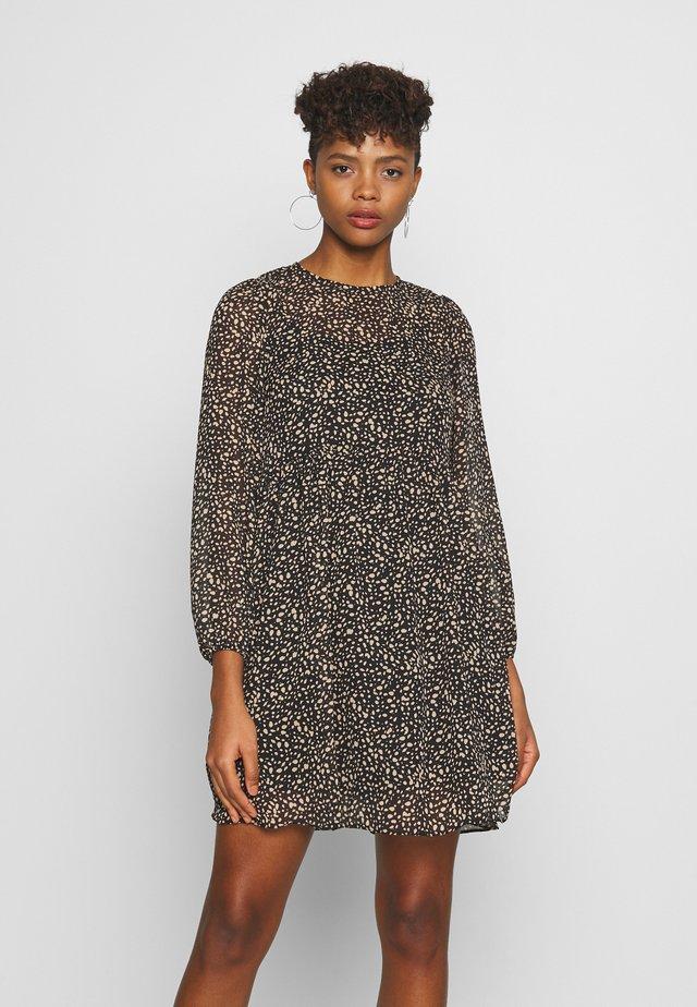 NINA TEXTURE SMOCK MINI - Day dress - brown