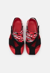 Jordan - FLARE UNISEX - Rantasandaalit - black/white/unerversity red - 3