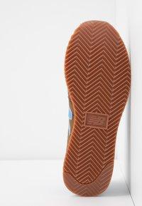 New Balance - UL720 - Zapatillas - brown - 6