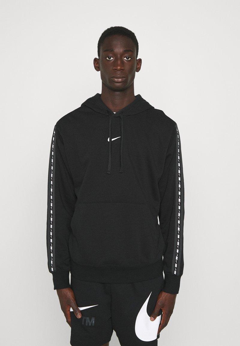 Nike Sportswear - REPEAT HOODIE - Sweatshirt - black/white