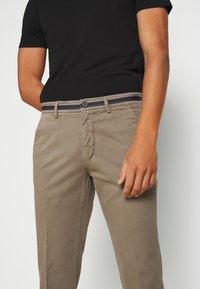 Mason's - TORINO WINTER - Chino kalhoty - schlamm - 3
