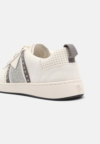 maje - 221FURIOUSGLITTER - Trainers - argent - 5