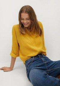 Mango - SAM-H - Button-down blouse - mostaza - 3