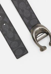 Coach - SCULPTED REVERSIBLE SIGNATURE BELT - Belt - charcoal/black - 1