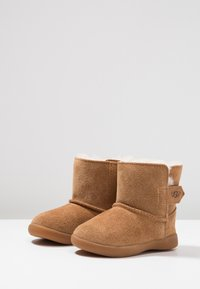UGG - KEELAN - Classic ankle boots - chestnut - 3