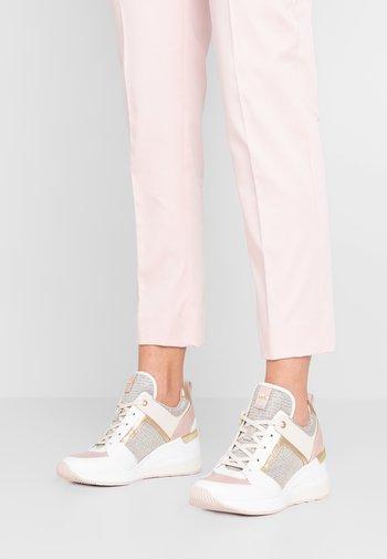 GEORGIE TRAINER - Zapatillas - soft pink/multicolor