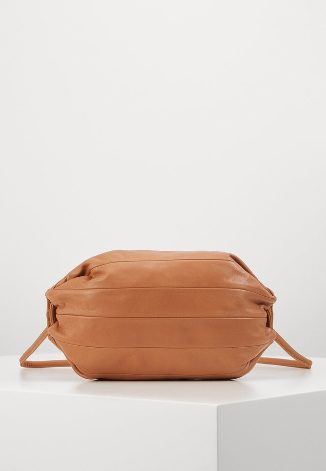 PIKKU KARLA BAG - Skuldertasker - golden brown