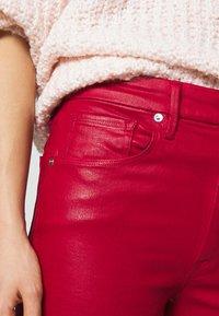 Good American - GOOD WAIST CROP - Jeans Skinny Fit - ruby - 4