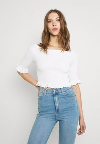 Glamorous - SMOCKED BARDOT WITH 1/2 SLEEVES AND FRILL HEMS - Print T-shirt - off white - 0