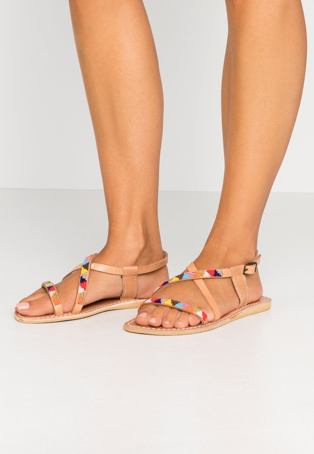 AZARI FLAT - Sandals - light brown