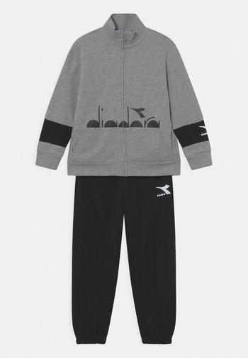 TRACKSUIT HOOPLA SET UNISEX - Trainingsanzug - light middle grey melange