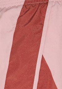 Nike Performance - 10K SHORT - Sports shorts - pink glaze/canyon rust/wolf grey - 5