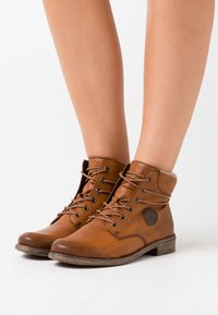Rieker - Ankle Boot - cayenne/wood/kastanie - 0