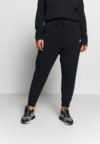 Nike Sportswear - Pantalones deportivos - black/black/white - 0